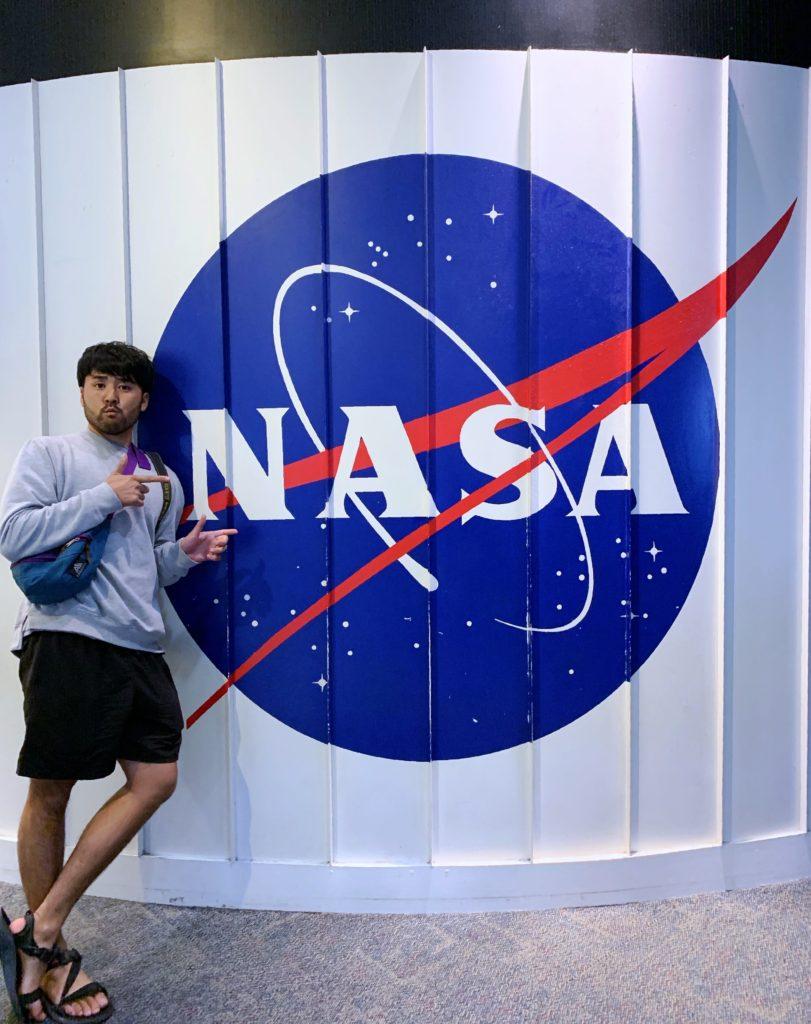 NASAの前で記念撮影